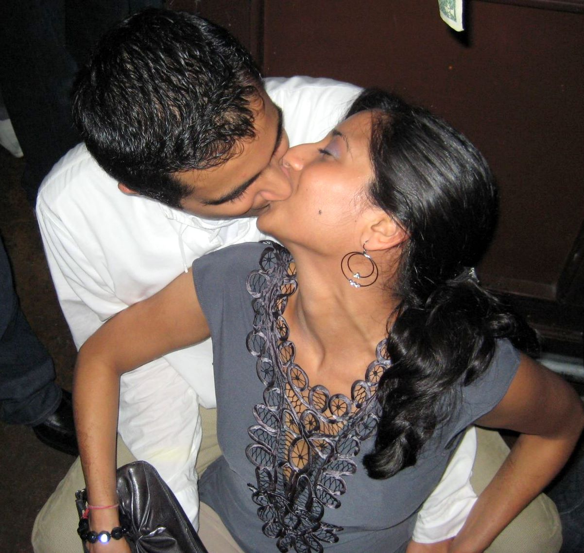 Indian Girl Kiss Pic